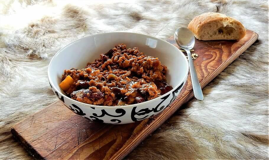 Chili Con Carne with Bread