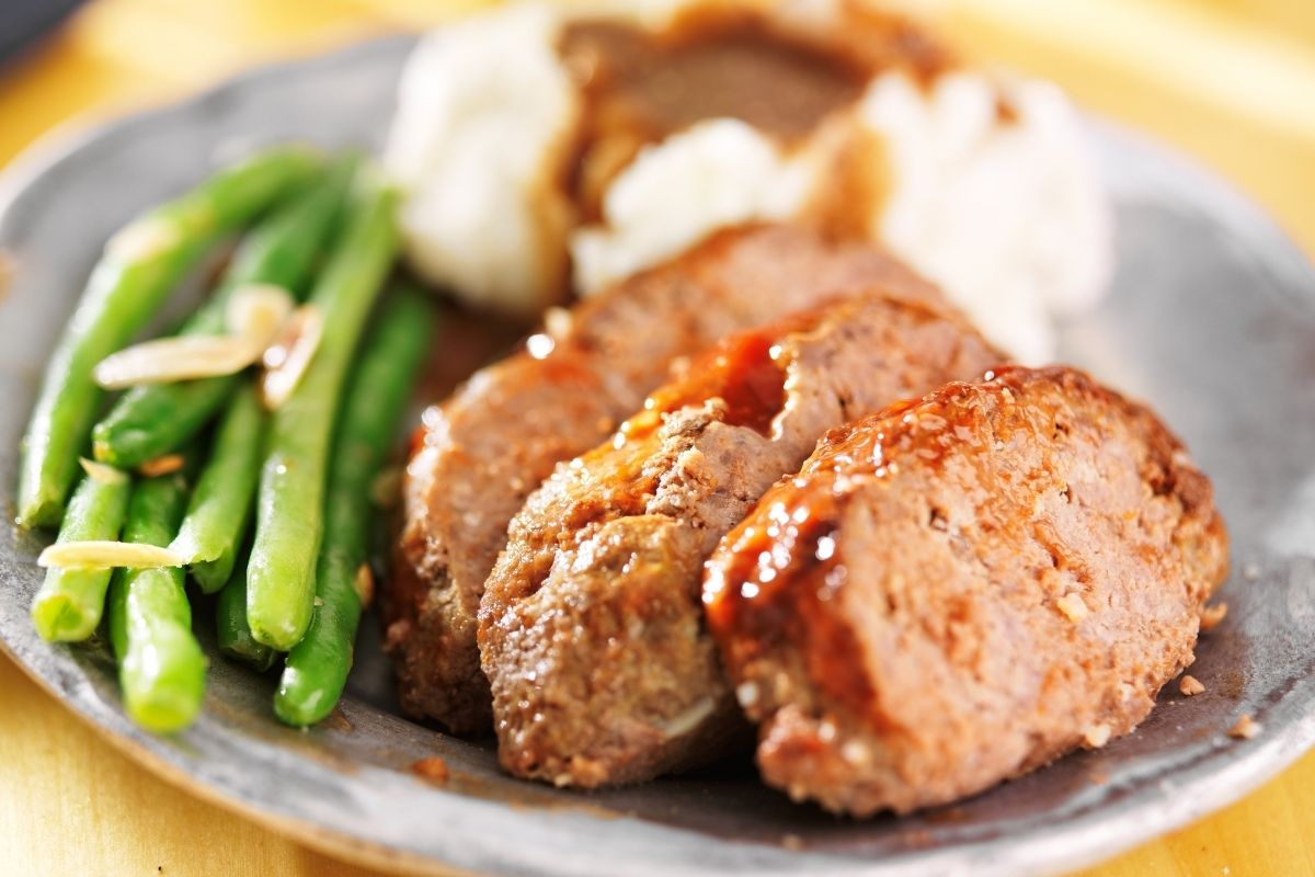 Meatloaf with Mashed Potatoes and Asparagus