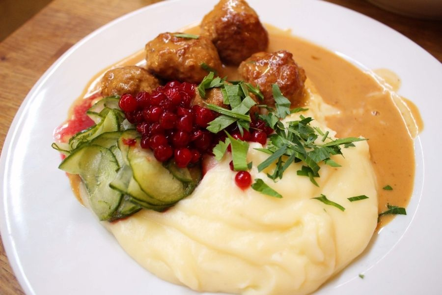 Mashed potatoes -What to Serve with Swedish Meatballs
