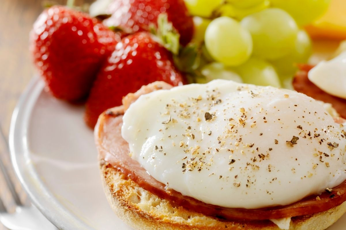 Grapes with Eggs Benedict