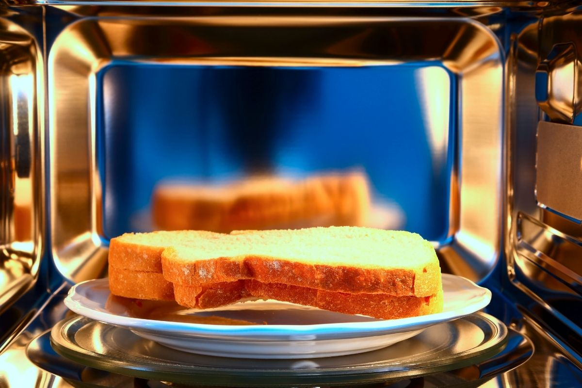 Reheat Bread in Microwave