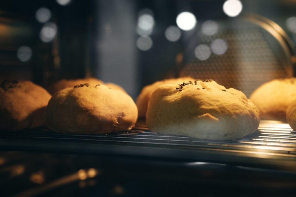 how to reheat bread