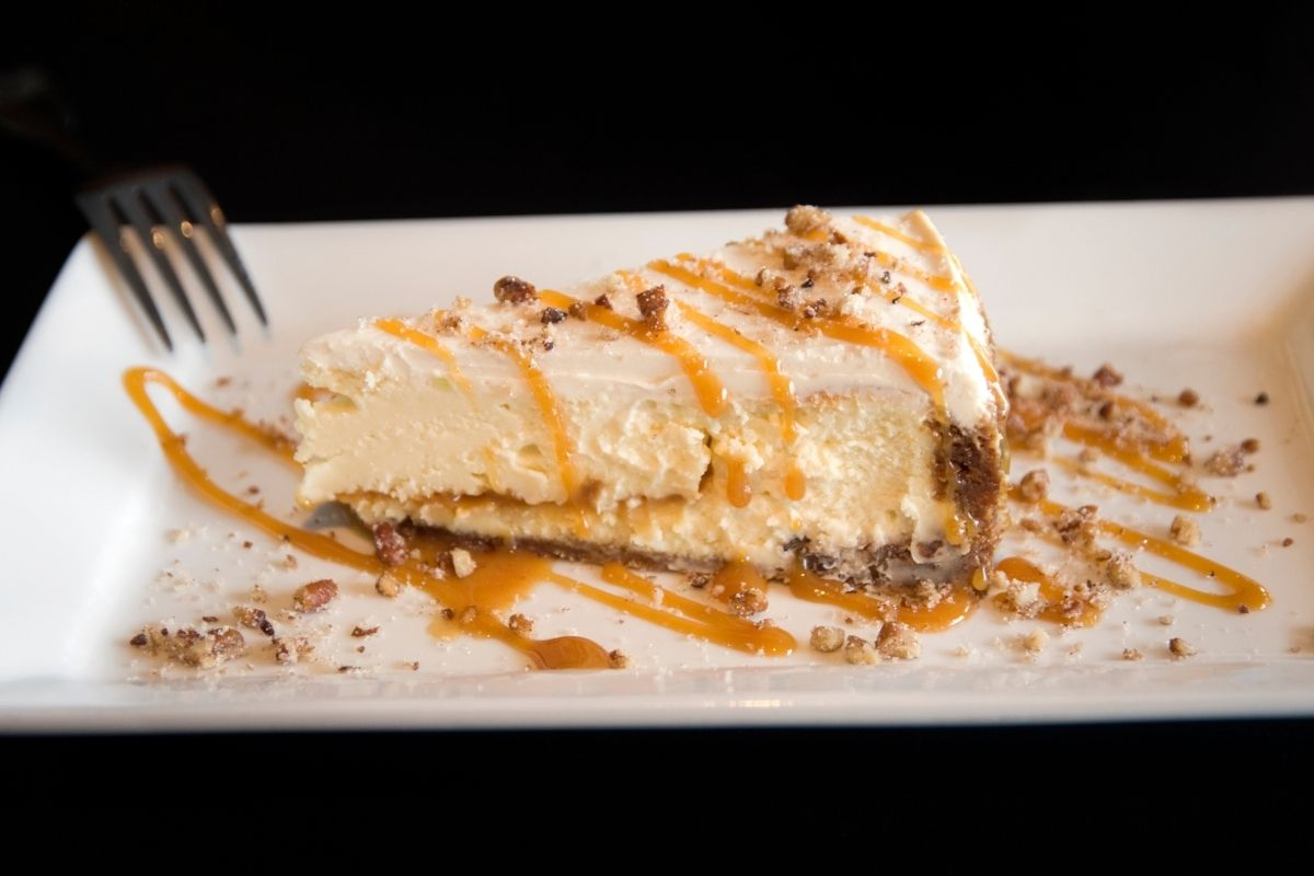 Cheesecake with Praline sauce topping