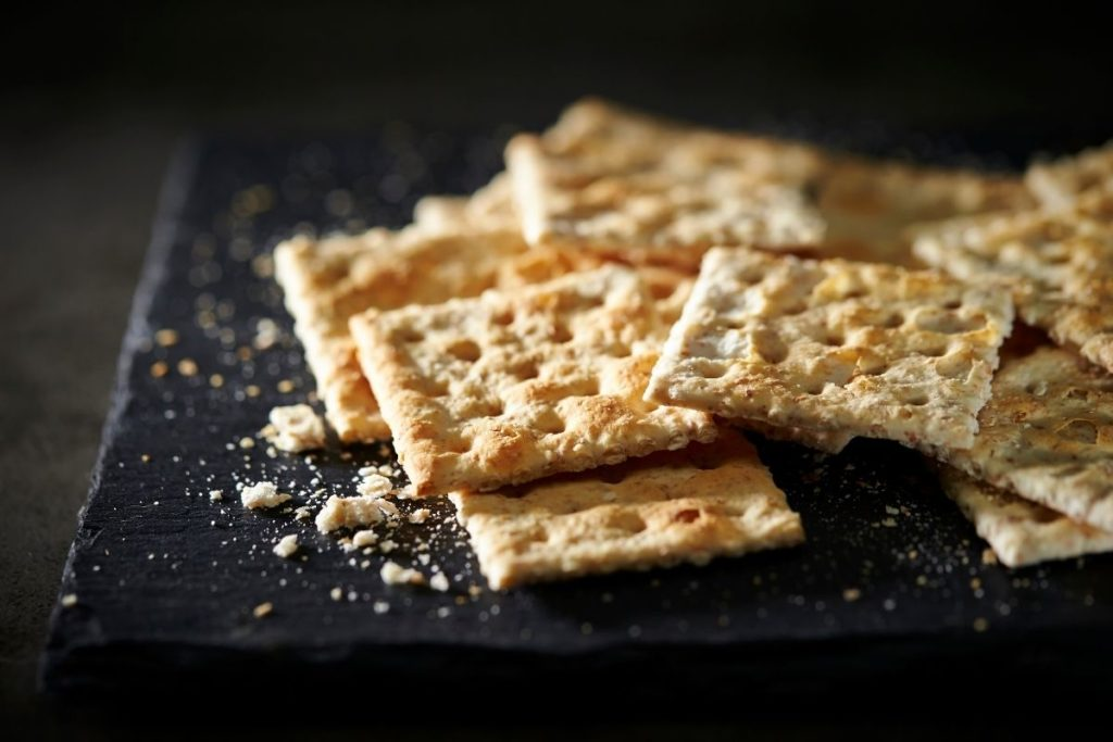 Crackers - What To Eat With Chicken Noodle Soup