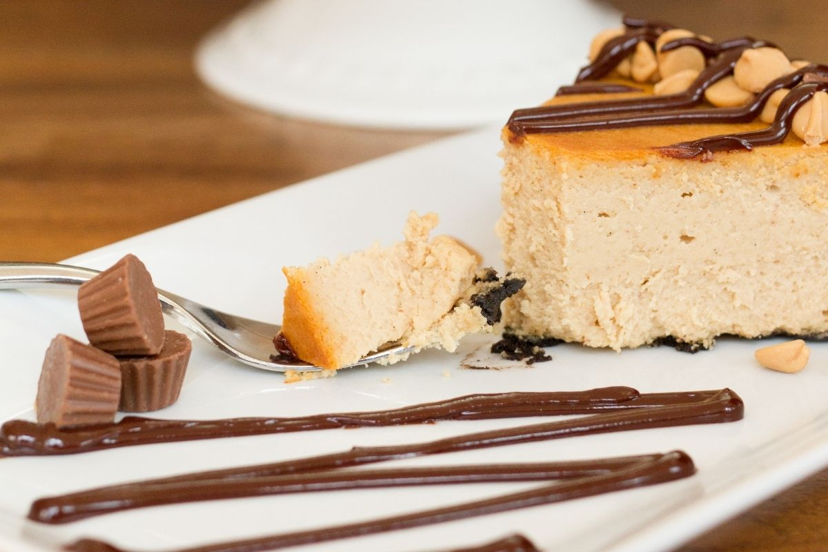 Reese's Peanut Butter Cup Cheese Cake Toppings