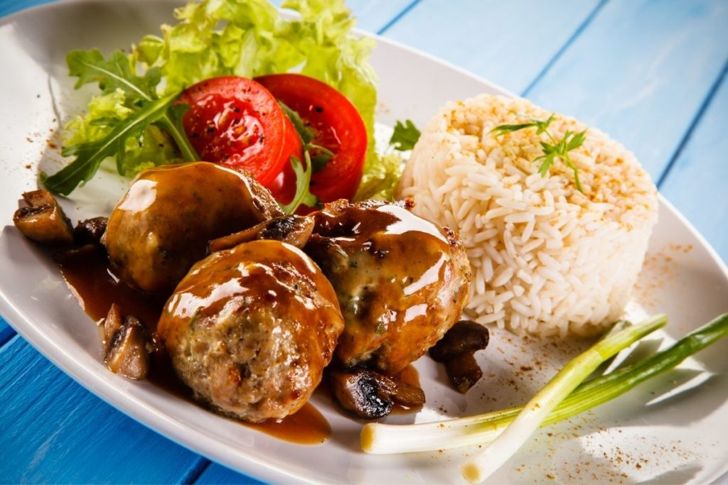 Steamed Rice with Meat balls