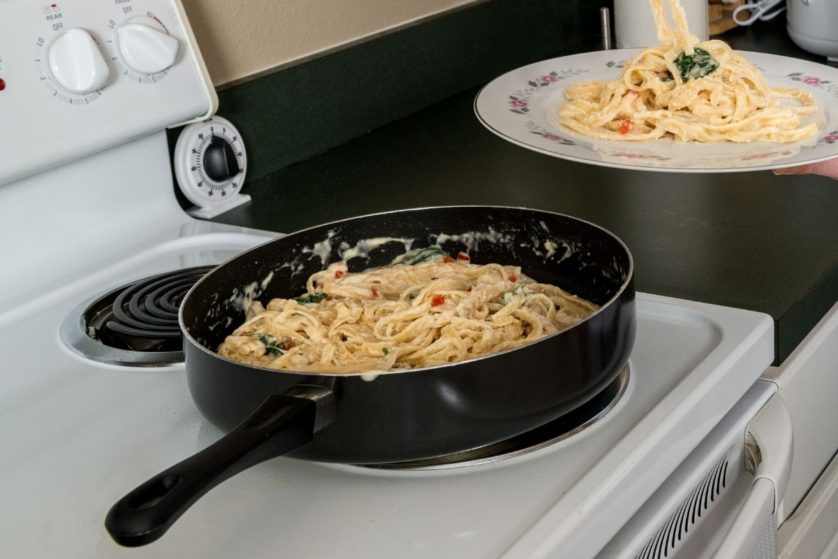 How to reheat fettuccine alfredo using a stove