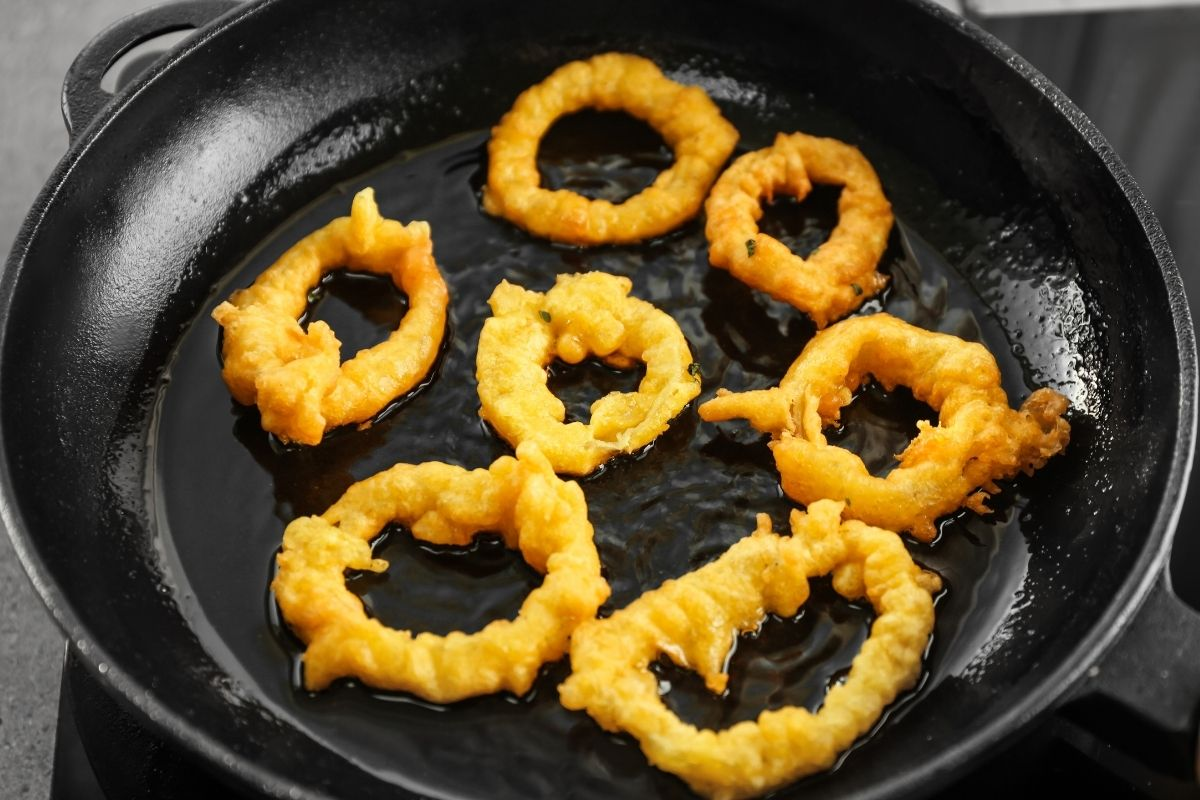 Reheat Onion Rings Using a Stove